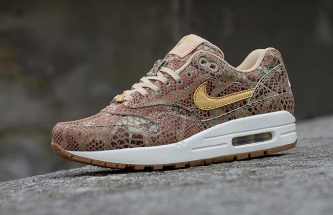 Nike Women's AIR MAX 1 YOTS QS